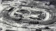 Imagen aérea de la construcción del Camp Nou, previa a 1957