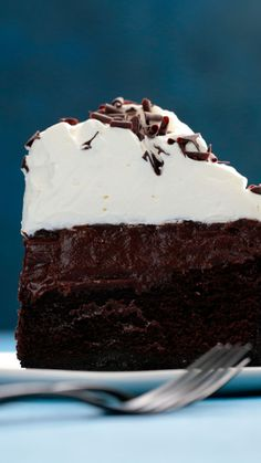 If getting dirty involves eating this mud pie, consider us filthy. If getting dirty involves eating this mud pie, consider us filthy. Sweet Desserts, Just Desserts, Sweet Recipes, Delicious Desserts, Cake Recipes, Dessert Recipes, Yummy Food, Oreo Dessert, Frozen Desserts