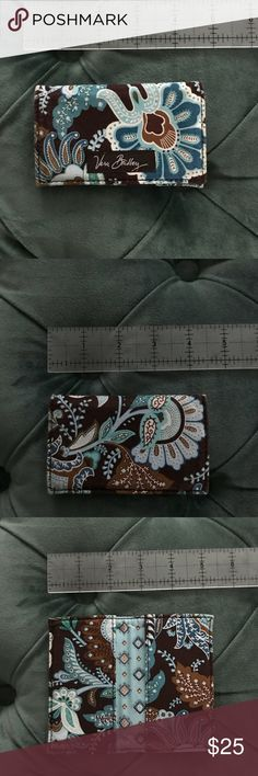 Vera Bradley Java Blue Business Card Case Wallet Excellent pre loved condition! This is a great business and or credit card ID case. Lightweight, retired ever popular coveted and collected Java Blue pattern. Vera Bradley Accessories Key & Card Holders