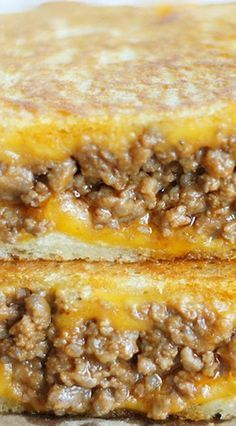 Sloppy Grilled Cheese Sandwiches. I would have never thought of this on my own, but it must be good! It's been pinned over 100,000 times!! Grilled Cheese Sandwiches, Grilled Sandwich Ideas, Grilled Cheese Recipes Easy, Grilled Hamburger Recipes, Grilled Hamburgers, Hot Sandwich Recipes, Grilled Cheeses, Grilled Food, Grilled Cheese Sloppy Joe