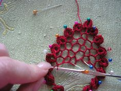Crochet mesh filling........ love this technique ! One can even use it to quickly create filigreed embroidery or tatting 'appliques', not just crochet !