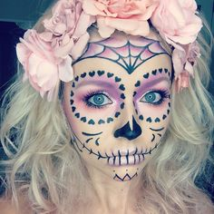 Pale Pastels – Celebrate Day of the Dead With These Sugar Skull Makeup Ideas – Photos Loading. Pale Pastels – Celebrate Day of the Dead With These Sugar Skull Makeup Ideas – Photos Halloween Clown, Halloween 2018, Halloween Costumes You Can Make, Halloween Makeup Looks, Holidays Halloween, Halloween Party, Halloween Stuff, Diy Halloween Decorations, Diy Halloween Face Paint