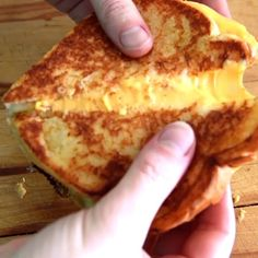 Sorry guys but they key to the perfect grilled cheese is mayo. Have grievances? Take it up with @alisoneroman and @emofly. (: @9juanjuan)