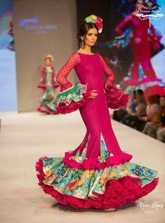 Pasarela  Doñana Flamenca Almonte 2018 Diseñadora Teressa Ninú Colección Sueño Real Complementos Maite Cardenas Fotografía María López
