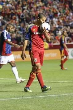 Big time crush on Alvaro Saborio <3 <3 <3