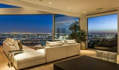 Maison design avec vue sur Los Angeles - Visit the website to see all pictures http://www.amenagementdesign.com/architecture/maison-design-avec-vue-sur-los-angeles