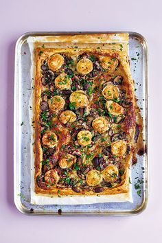 This quick and easy vegetarian tart proves that pastry need not be time consuming and would make the perfect centrepiece to a vegetarian feast or picnic. Vegetarian Tart, Vegetarian Recipes Easy, Savoury Recipes, Healthy Recipes, Cheese Recipes, Mushroom Tart, Braised Red Cabbage, Roasted Parsnips, Roasting Tins