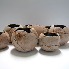 Tikin svet: keramika Try this with class around balloon. Pottery Bowls, Ceramic Pottery, Pottery Art, Ceramic Clay, Ceramic Bowls, Organic Ceramics, Raku Kiln, Pottery Workshop, Hand Built Pottery