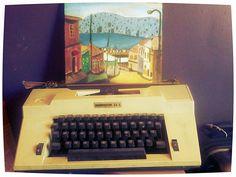 Máquina de escribir porta retrato, cuadro de Valparaíso, Chile. Óleo en madera.
