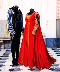 Ball costumes from Romeo And Juliet (1968). http://www.imdb.com/title/tt0063518/?ref_=nv_sr_1. Director Franco Zeffirelli, starring Leonard Whiting and Olivia Hussey, costume designer Danilo Donati. Juliet's hair is shown at http://www.fanpop.com/clubs/juliet-montague-1968/images/26651744/title/juliet-capulet-montague-photos-photo. Another board with great pictures is https://www.pinterest.com/jessicamarciel/romeo-and-juliet-1968/.