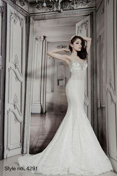 30 Dramatic, Sexy and Glamorous Wedding Dresses. To see more: http://www.modwedding.com/2014/10/25/editors-pick-30-dramatic-sexy-glamorous-wedding-dresses/ Pnina Tornai