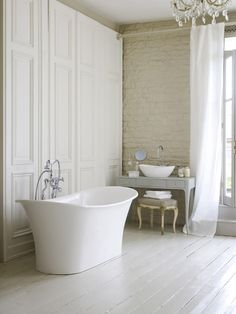 Free-standing bathtub in the modern bathroom - Home Decoration Bad Inspiration, Bathroom Inspiration, Interior Design Inspiration, White Bathroom, Master Bathroom, Classic Bathroom, Modern Bathroom, Brick And Wood, Brick Walls