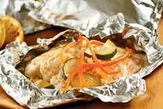 Fire up the grill for Foil-Wrapped Fish with Creamy Parmesan Sauce from My Food and Family! Foil-wrapped fish fillets topped with mayonnaise, Parmesan cheese and crisp vegetables make the perfect simple dish for any summer cookout. Foil Packet Dinners, Foil Pack Meals, Foil Dinners, Foil Packets, Kraft Foods, Kraft Recipes, Salmon Recipes, Fish Recipes, Seafood Recipes