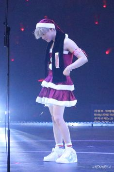 Jay wear a santa dress on tour!