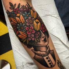 Lady head www. Head Tattoos, Body Art Tattoos, Sleeve Tattoos, Tatoos, Piercing Tattoo, Piercings, Traditional Tattoo Flowers, Traditional Tattoos, Tattoo Tradicional