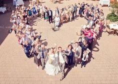 人生の晴れ舞台とも言える結婚式。自分はもちろんだけど招待客の皆さんにも楽しんでもらいたいですよね。今回はオリジナリティ溢れる結婚式の演出アイディアをご紹介します。あっと驚かれるような発想ばかり♡