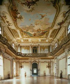 """Stra (Veneto, Italy), Villa Pisani – """"La Nazionale"""" (built since 1736 for Alvise Pisani; arch.: Francesco Maria Preti). Interior: Sala da Ballo with ceiling fresco of """"The glory of the Pisani family"""", 1760/62, by Giovanni Battista Tiepolo (1796–1770)."""