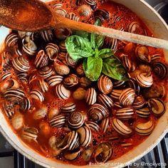 """Inauguriamo la sezione """"Sardegna in Tavola"""" con questa buona ricetta delle lumache al sugo, uno dei piccoli piaceri della vita!"""