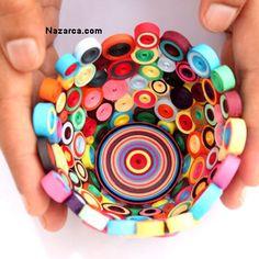 Quilling Telkari Kolay Vazo Yapımı Quilling Kağıtları kullanılarak yapılan Kağıt Telkari çalışmaları içinden kolay bir şekide şık bir Vazo nasıl yapılır anlatıldığı resimlerde gördüğünüz gibi çok şık görünüyor. Quilling Telkari kağıtlarının Fiyatları demetini 2.5 Tl civarında Kırtasiye ve Hobi malzemesi satan mağazalardan alabilirsiniz. Plastik bardak kullanılarak yapılan bu Minik şirin Vazo dan daha büyük bir Vazo yapmak isterseniz Plastik bardak yerine daha büyük bir nesne…
