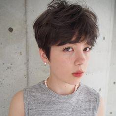 スタイリスト:一色 さおりのヘアスタイル「STYLE No.20123」。スタイリスト:一色 さおりが手がけたヘアスタイル・髪型を掲載しています。 Super Short Hair, Short Hair With Bangs, Haircuts With Bangs, Short Hair Cuts, Short Hair Styles, Ftm Haircuts, Asian Haircut Short, Wavy Perm, Androgynous Hair