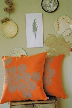 Loving green, orange and dark wood for master bedroom.\ modern kitchen design ideas, latest trends in kitchen . Bedroom Orange, Orange Pillows, Grey Pillows, Color Naranja, Textiles, Happy Colors, Dark Wood, My Favorite Color, Decoration