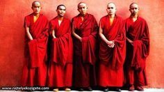 Tibetan Buddhist Monk Robes for Men Buddhist Monk Robes, Monk Costume, Nun Outfit, Vajrayana Buddhism, Character Outfits, Traditional Dresses, Look Fashion, Bridesmaid Dresses, Costumes