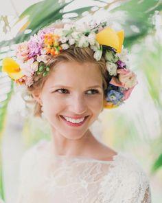 Flower Crown Wedding, Wedding Hair Flowers, Bridal Crown, Bridal Flowers, Flower Crowns, Flower Girls, Wedding Bouquet, Bridal Hairdo, Diy Flower