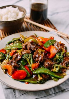 Chinese Stir-Fry Sauce Cook like Chinese restaurants with this easy stir-fry sauce recipe. Choose any combination of meat and vegetables to make consistently great-tasting homemade stir-fries. Chinese Vegetable Stir Fry, Chinese Stir Fry Sauce, Asian Stir Fry, Chinese Vegetables, Veggie Stir Fry, Fried Vegetables, Chicken And Vegetables, Stir Fry Oyster Sauce, Wok Sauce