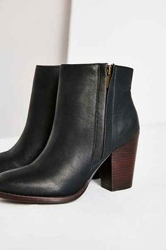 Silence + Noise Half-Stacked Heeled Ankle Boot - Urban Outfitters
