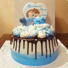Чудо-торт Асии @asiyasabirova_cakes, и там мой мамонтенок выглядывает, спрятался за безешкой)