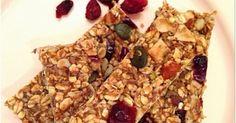 Όταν μου ζητήθηκε να δώσω στο www.4moms.gr  δύο συνταγές για το lunch-box των παιδιών μας, ενθουσιάστηκα ! Το 4moms είναι μια ιστοσελ... Healthy Sweets, Healthy Snacks, Healthy Recipes, Keto Recipes, Greek Pastries, Eggless Desserts, Homemade Granola Bars, Sweet Bar, Energy Snacks