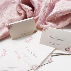 ----------  同じ挙式日の友人席札2つめ.  プロフィールブックはまだみてないので当日が楽しみです!  お花の感じがとってもお気に入り🌸🍃  .  12月以降の挙式分ペーパーアイテム予約受付中です.  スタンプは6月15日発送分を受け付けています🍃  .  #papergoods #weddinginvite #wedding  #weddingpaperitem #paperitem #graphic #nameplate #graphicdesign #結婚式 #ペーパーアイテム #プロフィールブック #招待状 #席札 #プレ花嫁 #卒花嫁 #結婚準備 #marry花嫁 #marry花嫁図鑑 #12月挙式 #ウェルカムボード #ウェディングスタンプ #席次表 #前撮り #和装前撮り