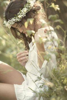 daisies and baby's breath flower crown Fotografie Portraits, Portrait Photography, Fashion Photography, Dreamy Photography, Teen Photography, Love French, Foto Art, Foto Pose, Flower Crown