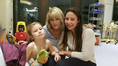 Taylor with fans at a children's hospital in Australia!