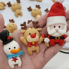Porcelana Polymer Clay Ornaments, Fimo Clay, Polymer Clay Projects, Polymer Clay Charms, Polymer Clay Art, Christmas Sweets, Noel Christmas, Christmas Projects, Christmas Ornaments