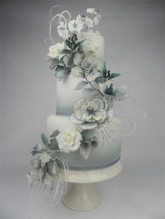 Really beautiful grey and white cake. www.cakesbykim.nl - foto's gelegenheidstaarten