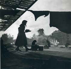 Silhouetted women in headscarves prepare food in a makeshift home on the streets of Vienna after the end of WW II. (Photo by Ernst Haas/Ernst Haas/Getty Images) Photography Workshops, Fine Art Photography, Street Photography, Saul Leiter, Magnum Photos, Fotojournalismus, Famous Photographers, Photo Black, Museum Of Modern Art