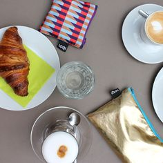 #LOQI #bag #zippocket #unwind #relax #reallygoodcoffee #happyweekend #croissant #foodie #coffee #geometric #shiny #metallic #frenchbreakfast #tasche #totebag #foldable #shopping #clutch #gold #zipetui #weekendvibes #borsa #bolsa