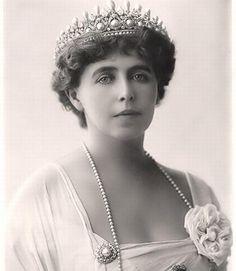 Queen Mary, Vintage Photos, Crown, Jewelry, Fashion, Shelf, Moda, Corona, Jewlery