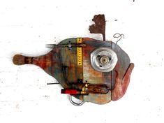 Noni Font. Peixos. Fish recycled material #fish #art Metal Fish, Wooden Fish, Fish Sculpture, Wood Sculpture, Metal Art, Wood Art, Weird Fish, Art Populaire, Found Object Art