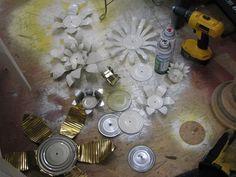 Transforma-ti gradina cu aceste 16 idei de decoratiuni din doze de aluminiu Recicleaza dozele de aluminiu intr-un mod creativ, confectionand din ele flori decorative pentru gradina ta - 16 proiecte frumoase aici http://ideipentrucasa.ro/transforma-ti-gradina-cu-aceste-16-idei-de-decoratiuni-din-doze-de-aluminiu/