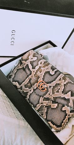 🖤 From Luxe With Love 🖤 - handbags 2020 & prada handtaschen 2020 & sacs à main prada 2020 & bolsos prada 202 Gucci Purses, Gucci Handbags, Luxury Handbags, Purses And Handbags, Gucci Gucci, Gucci Bags, Clutch Handbags, Handbags Online, Accessoires Gucci