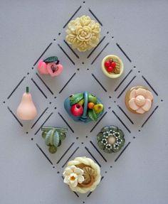 VINTAGE CELLULOID REALISTIC BUTTONS / FLOWER FRUIT
