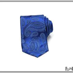 HUGO BOSS blue paisley tie. Toujours la combinaison motif iranien et tour de cou pour Hugo Boss, cette fois-ci traitée en ton sur ton / Still the combination between Iranian pattern and neck turn for Hugo Boss, here treated in tone on tone. 1d1fa.