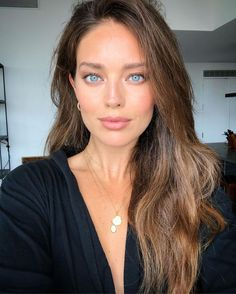 Emily Didonato, Daily Beauty Routine, Beauty Routines, Natural Everyday Makeup, Natural Makeup, Balayage Brunette, Balayage Hair, Actrices Hollywood, Portrait Poses
