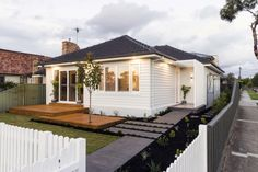 """Former Block favourites Bec and George Douros, lent their formidable renovation talents to their own property recently and with spectacular results. """"This was the first property George and I ever purchased and… Bungalow Exterior, House Paint Exterior, Exterior House Colors, Weatherboard House, Queenslander, Front Verandah, Front Deck, 1950s House, Facade House"""