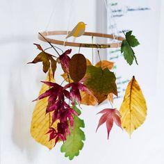 Mobile mit Blättern