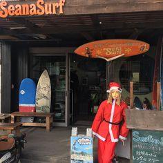 あとヶ月 はいさいseanasurfタツヤです ちょうどあとヶ月でX'masですね シーナちゃんもシーナサンタに変身 今年はNEWボードが さぁ仕事しよっ #surf #サーフィン #沖縄 #okinawa #seanasurf #シーナサーフ #サンタ #santa #xmas #クリスマス #プレゼント #present