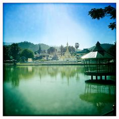 mae hong son  wat at the lake www.soiblossom.com