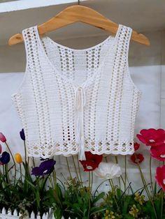 Crochet Crafts, Crochet Yarn, Easy Crochet, Crochet Stitches, Crochet Hooks, Crochet Top, Crochet Patterns, Crochet Summer Tops, Crochet Woman